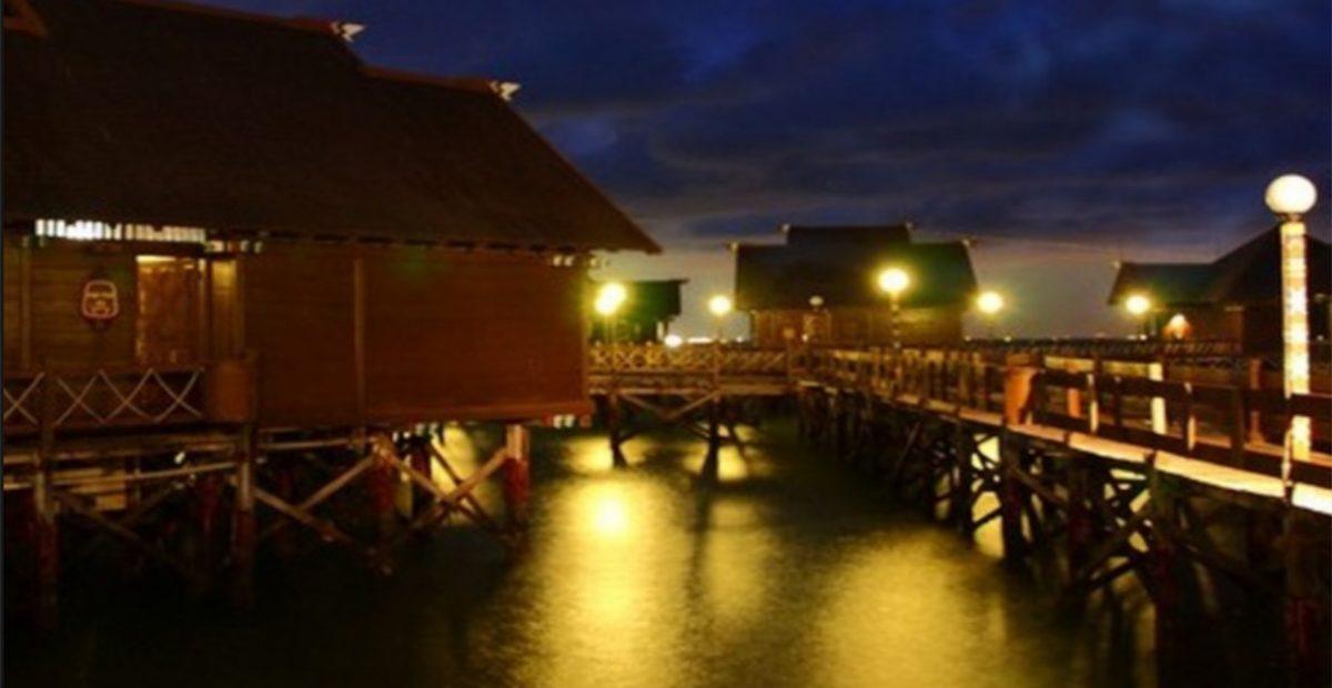 suasana cottage pulau ayer kepulauan seribu pada saat malam